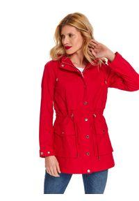Czerwona kurtka TOP SECRET na wiosnę, na co dzień