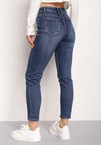 Renee - Granatowe Jeansy Regular Savvates. Stan: podwyższony. Kolor: niebieski. Długość: długie. Wzór: aplikacja