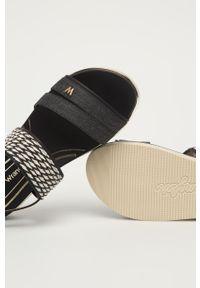 Czarne sandały Wrangler na klamry, na niskim obcasie