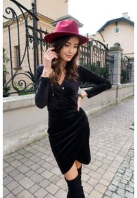 e-margeritka - Sukienka kopertowa ołówkowa mini z weluru - 38. Okazja: na imprezę. Materiał: welur. Typ sukienki: kopertowe, ołówkowe. Styl: elegancki. Długość: mini