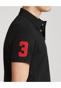 Ralph Lauren - RALPH LAUREN - Czarna koszulka polo Triple-Pony Custom Fit. Okazja: na co dzień. Typ kołnierza: polo. Kolor: czarny. Materiał: prążkowany. Długość: długie. Wzór: kolorowy, haft. Sezon: lato. Styl: casual
