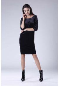 Nommo - Czarna Wyjściowa Sukienka Welurowa z Lejącym Dekoltem na Plecach. Kolor: czarny. Materiał: welur. Styl: wizytowy