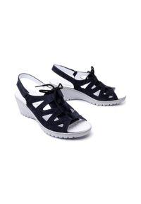 Niebieskie sandały Suave na rzepy, na koturnie