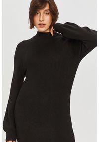 Czarna sukienka Answear Lab na co dzień, prosta