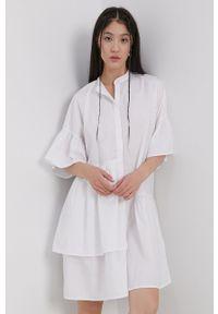 Pieces - Sukienka. Typ kołnierza: kołnierzyk stójkowy. Kolor: biały. Typ sukienki: rozkloszowane