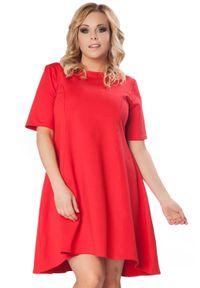 Tessita - Czerwona Rozkloszowana Sukienka z Wydłużonym Tyłem PLUS SIZE. Kolekcja: plus size. Kolor: czerwony. Materiał: elastan, bawełna. Typ sukienki: dla puszystych