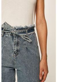 Niebieskie jeansy ANSWEAR z podwyższonym stanem