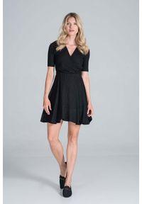 Figl - Krótka Dzianinowa Sukienka Kopertowa - Czarna. Kolor: czarny. Materiał: dzianina. Typ sukienki: kopertowe. Długość: mini