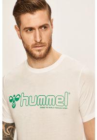 Biały t-shirt Hummel na co dzień, casualowy