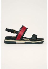 Czarne sandały Wrangler na klamry