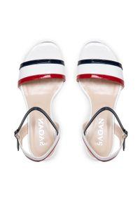 Białe sandały sagan