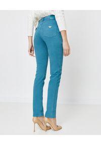 Emporio Armani - EMPORIO ARMANI - Turkusowe spodnie jeansowe. Stan: podwyższony. Kolor: niebieski. Styl: sportowy, elegancki