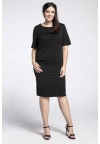 Nommo - Czarna Prosta Sukienka z Marszczeniem PLUS SIZE. Kolekcja: plus size. Kolor: czarny. Materiał: wiskoza, poliester. Typ sukienki: proste, dla puszystych