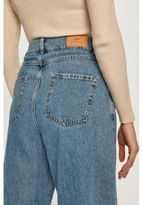 Niebieskie jeansy loose fit Jacqueline de Yong z podwyższonym stanem
