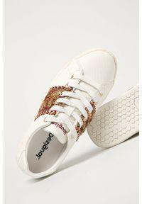 Białe sneakersy Desigual z okrągłym noskiem, na sznurówki