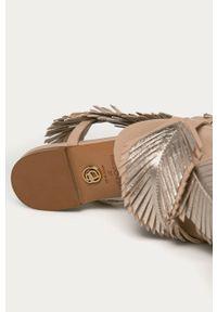 Beżowe sandały Baldowski na klamry, bez obcasa