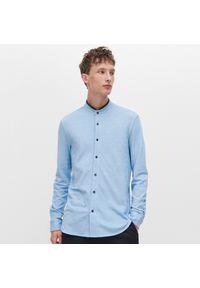 Reserved - Koszula ze stójką - Niebieski. Typ kołnierza: kołnierzyk stójkowy. Kolor: niebieski