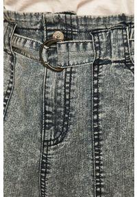 Niebieskie jeansy medicine boho, w kolorowe wzory