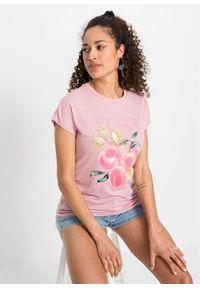 T-shirt z nadrukiem bonprix jasnoróżowy popielaty z nadrukiem. Kolor: fioletowy. Wzór: nadruk. Sezon: lato. Styl: klasyczny