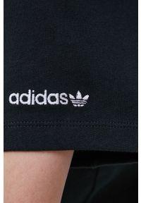 adidas Originals - Sukienka bawełniana. Okazja: na co dzień. Kolor: czarny. Materiał: bawełna. Długość rękawa: krótki rękaw. Wzór: aplikacja. Typ sukienki: proste. Styl: casual