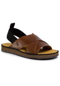 Brązowe sandały Fly London na lato