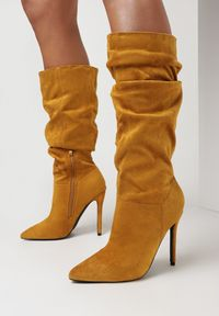 Born2be - Żółte Kozaki Orlienne. Nosek buta: szpiczasty. Zapięcie: zamek. Kolor: żółty. Szerokość cholewki: normalna. Sezon: jesień, wiosna