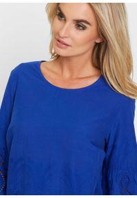 Niebieska bluzka bonprix z haftami