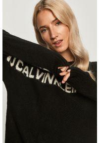 Czarny sweter Calvin Klein Jeans z długim rękawem, z okrągłym kołnierzem