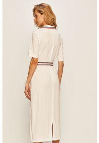 Biała sukienka TOMMY HILFIGER z aplikacjami, rozkloszowana, casualowa