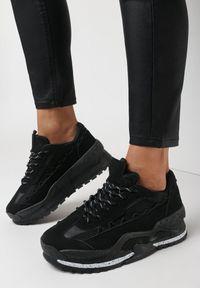 Born2be - Czarne Sneakersy Pirelous. Wysokość cholewki: przed kostkę. Zapięcie: pasek. Kolor: czarny. Materiał: materiał. Szerokość cholewki: normalna. Wzór: aplikacja