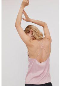 Answear Lab x Paulina Krupińska Bluzka z kolekcji urodzinowej. Okazja: na urodziny. Kolor: różowy. Materiał: tkanina. Długość rękawa: na ramiączkach. Wzór: gładki. Styl: wakacyjny