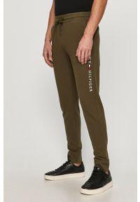 Zielone spodnie dresowe TOMMY HILFIGER z nadrukiem