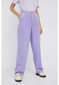 Wrangler - Spodnie. Kolor: fioletowy