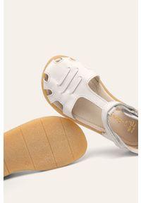 Białe sandały Mrugała z okrągłym noskiem, na rzepy