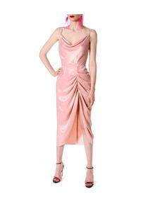 AGGI - Różowa sukienka AVA PRETTY. Typ kołnierza: dekolt woda. Kolor: fioletowy, różowy, wielokolorowy. Długość rękawa: na ramiączkach