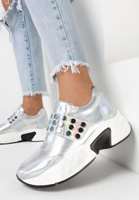 Srebrne sneakersy Born2be