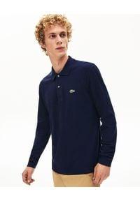 Lacoste - LACOSTE - Granatowy t-shirt polo z długim rękawem. Typ kołnierza: polo. Kolor: niebieski. Materiał: jeans, bawełna. Długość rękawa: długi rękaw. Długość: długie. Wzór: haft. Sezon: jesień. Styl: klasyczny