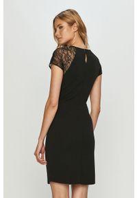 Czarna sukienka Jacqueline de Yong mini, prosta, casualowa