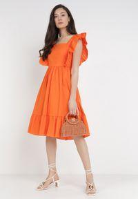 Born2be - Pomarańczowa Sukienka Raiphei. Okazja: na wesele, na ślub cywilny. Typ kołnierza: dekolt kwadratowy. Kolor: pomarańczowy. Materiał: bawełna, tkanina, elastan. Długość rękawa: na ramiączkach