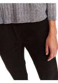 TOP SECRET - Spodnie z gumą w pasie. Okazja: na co dzień, do pracy. Kolor: czarny. Materiał: guma. Sezon: zima. Styl: sportowy, klasyczny, casual