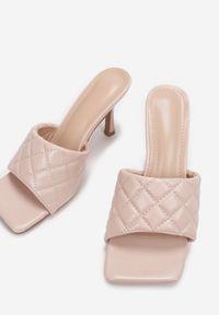Born2be - Różowe Klapki Thalaxise. Nosek buta: otwarty. Kolor: różowy. Materiał: skóra ekologiczna. Wzór: aplikacja. Styl: elegancki