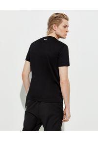 Les Hommes - LES HOMMES - Czarny t-shirt z logo. Okazja: na co dzień. Kolor: czarny. Materiał: jeans, bawełna. Wzór: nadruk. Styl: casual, klasyczny