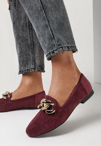 Born2be - Bordowe Mokasyny Phaeronia. Nosek buta: okrągły. Zapięcie: bez zapięcia. Kolor: czerwony. Wzór: aplikacja. Obcas: na obcasie. Wysokość obcasa: niski