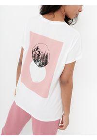 outhorn - T-shirt z nadrukiem damski. Okazja: na co dzień. Materiał: jersey, wiskoza, poliester, elastan. Wzór: nadruk. Styl: casual