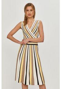 Silvian Heach - Sukienka. Kolor: żółty. Materiał: dzianina. Typ sukienki: rozkloszowane