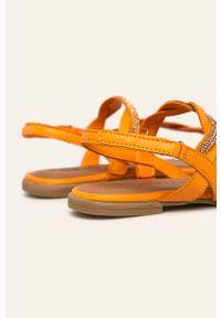 Pomarańczowe sandały Tamaris na rzepy, bez obcasa