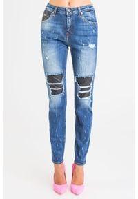 John Richmond - JEANSY CASTILE(KATE) john richmond. Stan: podwyższony. Materiał: jeans. Styl: klasyczny
