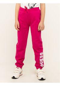 Różowe spodnie dresowe Guess