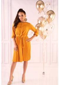 Merribel - Żółta Wizytowa Sukienka z Plisami z Rękawem 3/4. Kolor: żółty. Materiał: poliester. Styl: wizytowy