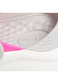 Różowe klapki Crocs